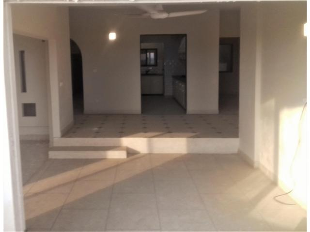 4 Bed D/D with Servant Quarter Flat Available For Rent Clifton Block 2